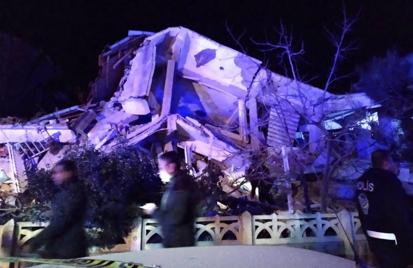 Katastrofa u Turskoj: Najmanje 14 mrtvih, oko 300 povrijeđenih, srušeno stotine zgrada