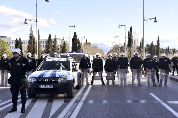 Policija zabranila ulazak vjernicima u Crnu Goru: Blokada na granici za beogradski muški hor