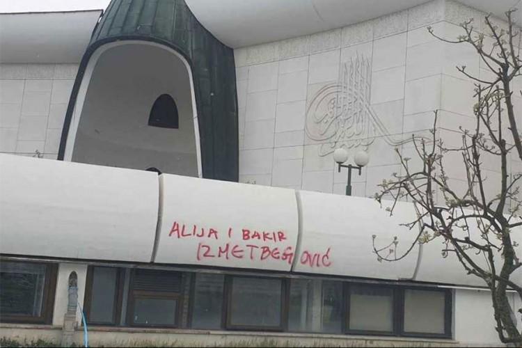 Na džamiji u Zagrebu uvredljivi grafiti na račun Alije i Bakira Izetbegovića