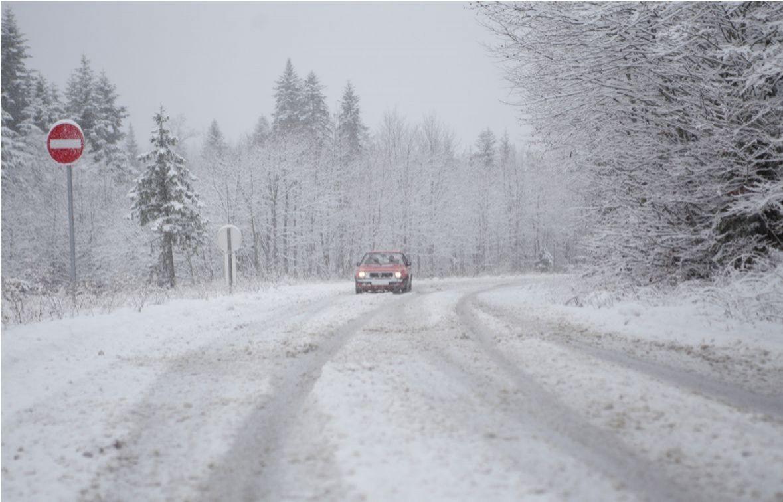 Otežano odvijanje saobraćaja u BiH zbog snijega, posebno u višim predjelima