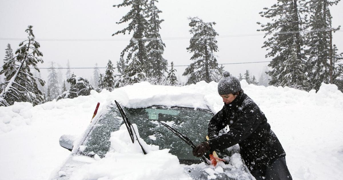Otežan saobraćaj uregiji Birač: Visina snijega pola metra