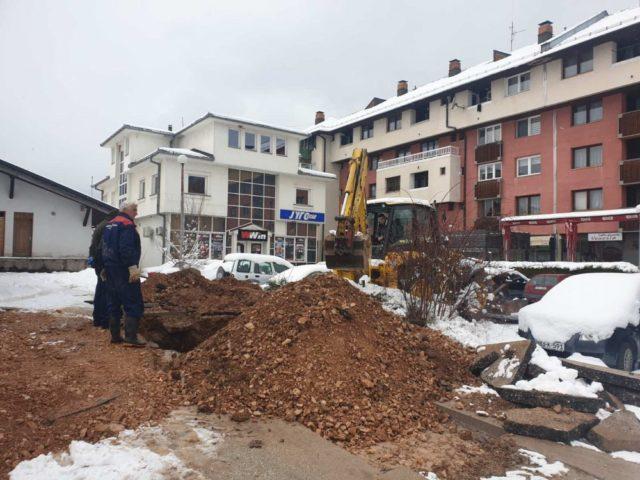 Stanovnici Pala bez gradskog grijanja dočekali martovski snijeg