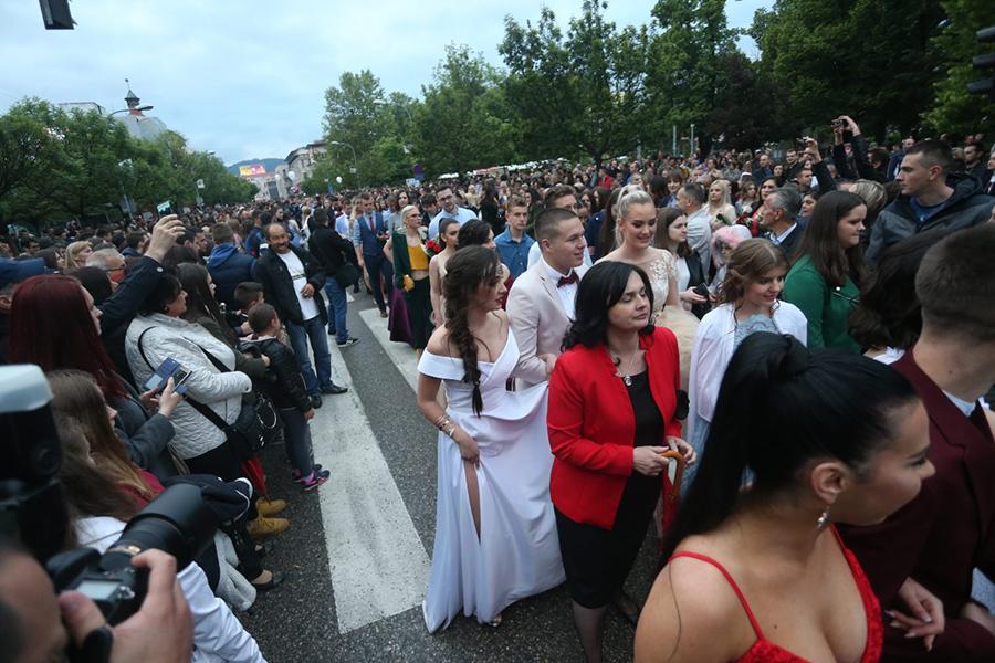 Radosne vijesti za osnovce i srednjoškolce: Proslava matura u Republici Srpskoj poslije 1. juna