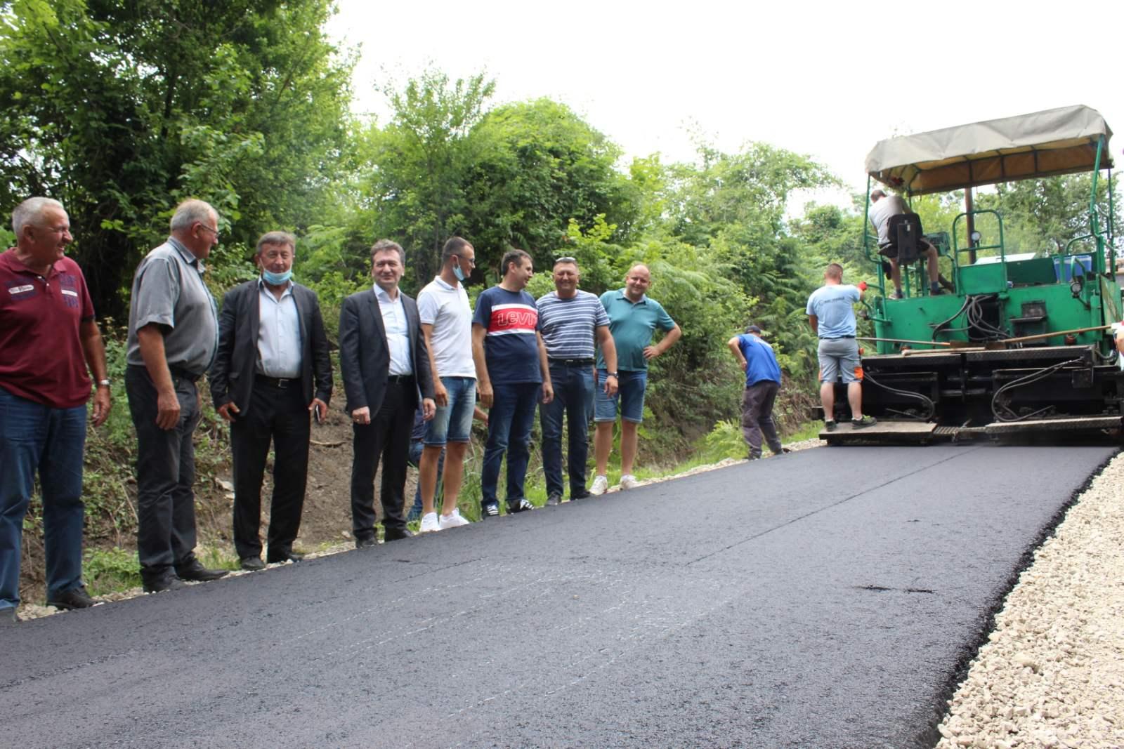 Ugljevik: Asfaltiranje lokalnog puta u Tutnjevcu