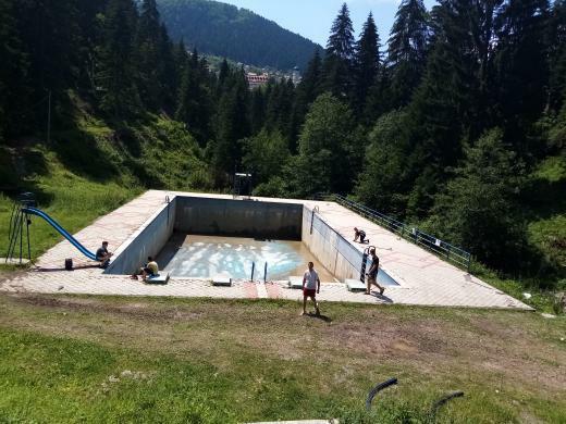 Čajnička djeca ne gube vrijeme, ponudili se da sami očiste bazen