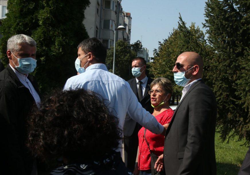 """""""Za koga je ratovao? Za koju državu?"""" –  Incident prilikom polaganja vijenaca u Banjaluci (VIDEO)"""
