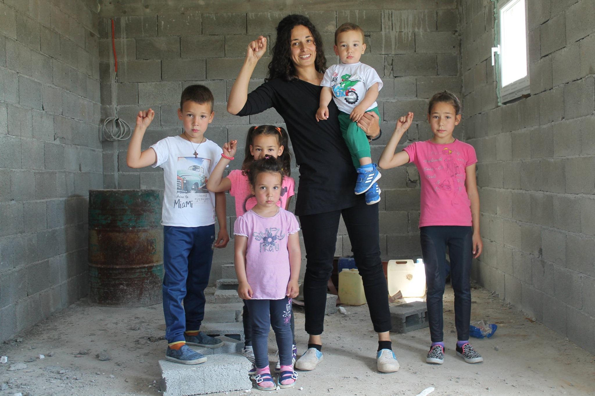 Pomozimo porodici Elez da dobije novi dom