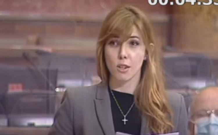 Poslanica SPS-a repovala u Skupštini, da dobro ste čuli…
