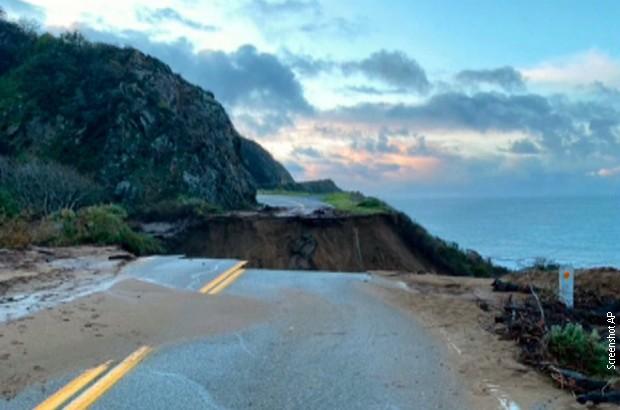 """Dio poznatog autoputa u Kaliforniji """"propao"""" u okean"""