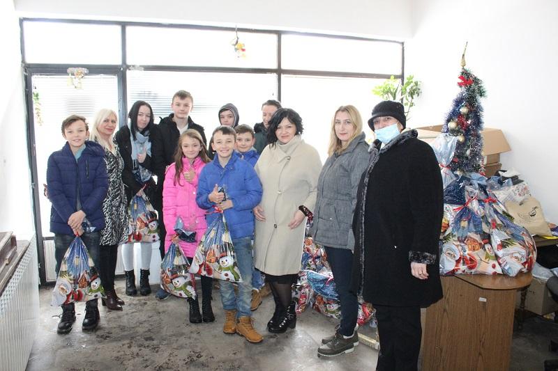 Sindikat RITE Ugljevik darovao 90 paketića djeci iz višečlanih porodica