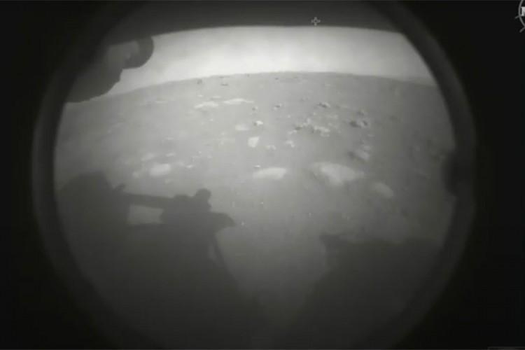 Rover sletio u krater Jezero na Marsu