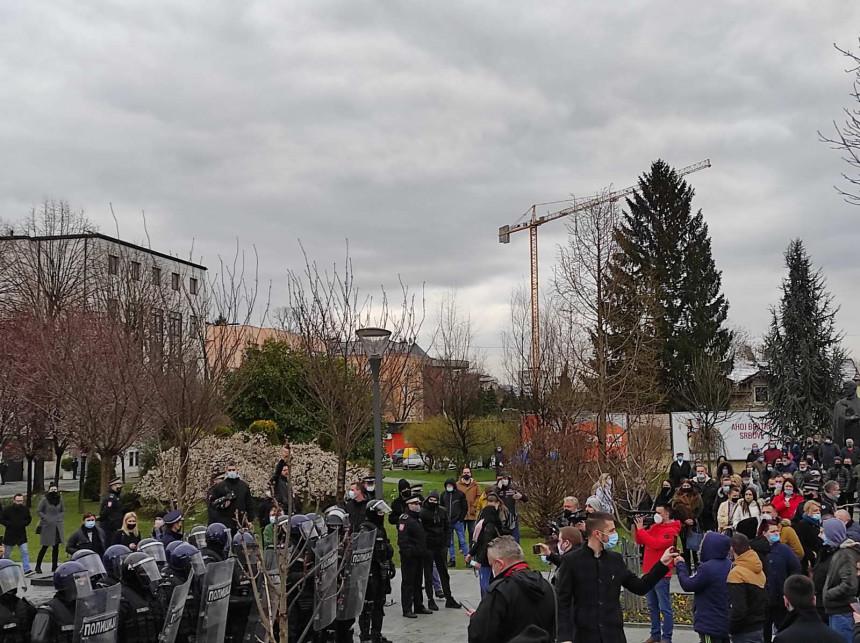 Ugostitelji tvrde: Vlada nas slagala, idemo na proteste