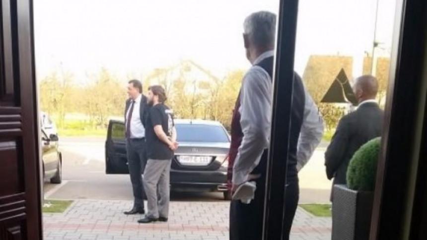 ŠOKANTNO: Dodik pokušava sopstveni novac posuditi Srpskoj koja će, isti njemu vraćati sa velikim kamatama?!