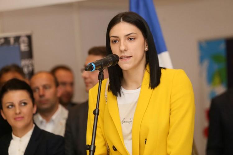 """Tijana Bošković donirala 10.000 KM bilećkom udruženju """"Vedar osmijeh"""""""