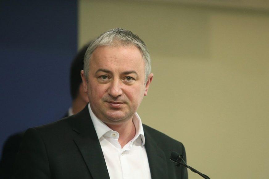 """""""Tek kada ih pošaljemo u opoziciju možemo se nadati boljem životu"""" Borenović tvrdi da odgovornost za katastrofalno stanje u BiH snose ove tri stranke"""
