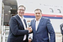 Dvostruka igra: Vučić javno podržava Dodika, a tajno pokušava da ga se riješi