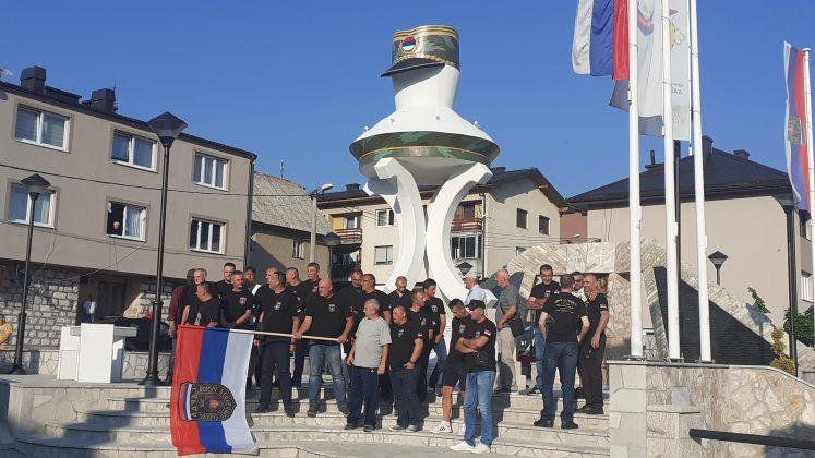 Uprkos Incku, u Kalinoviku skup Gardista na spomeniku Generala