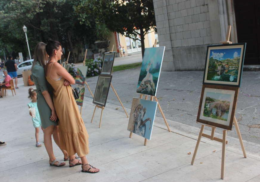 Izložba slika u Dučićevoj ulici (FOTO)