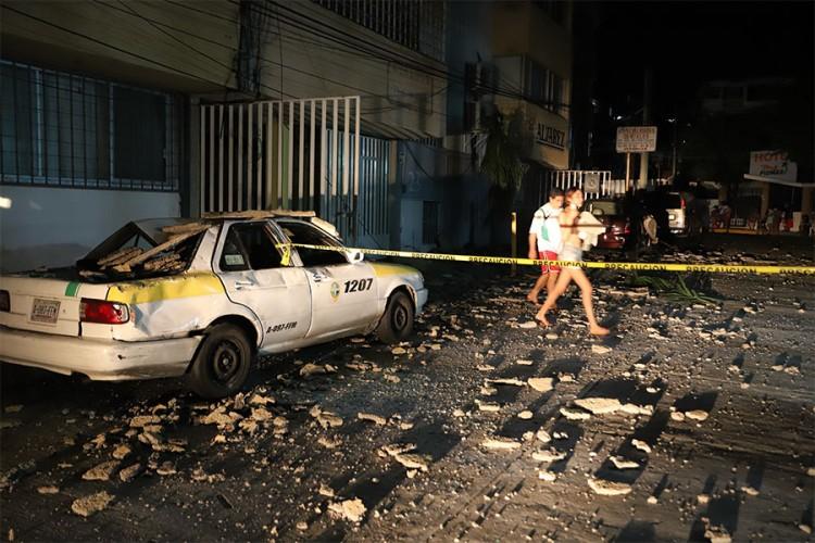 Snažan zemljotres pogodio Meksiko, snimljena čudna svjetlost