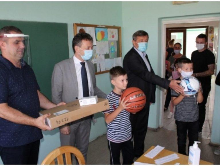Ugljevik: Načelnik Perić čestitao početak školske godine, nastavu pohađa 1.493 učenika