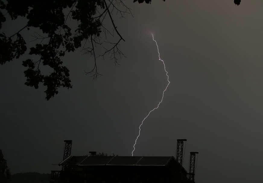 Upaljen žuti meteoalarm: Upozorenje na grmljavinu za pojedina područja