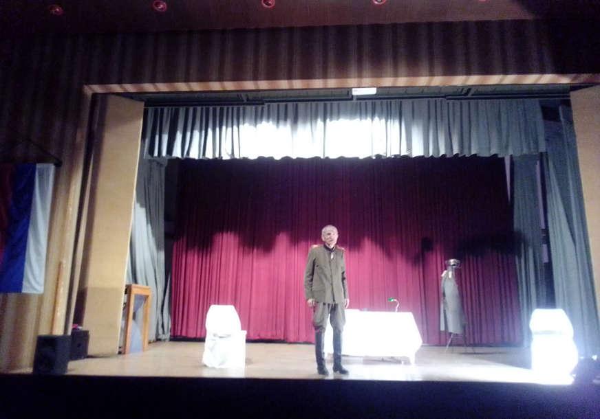 "Prvu predstavu na sceni ""Boris Komnenić"" odigrao njegov prijatelj Boško Puletić"