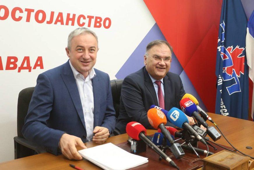 SNSD na stranačku tribinu u Banjaluci pozvao i Mladena Ivanića (FOTO)