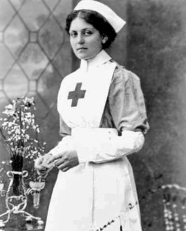 Vajolet Džesop dok je bila bolničarka na brodu Britanika