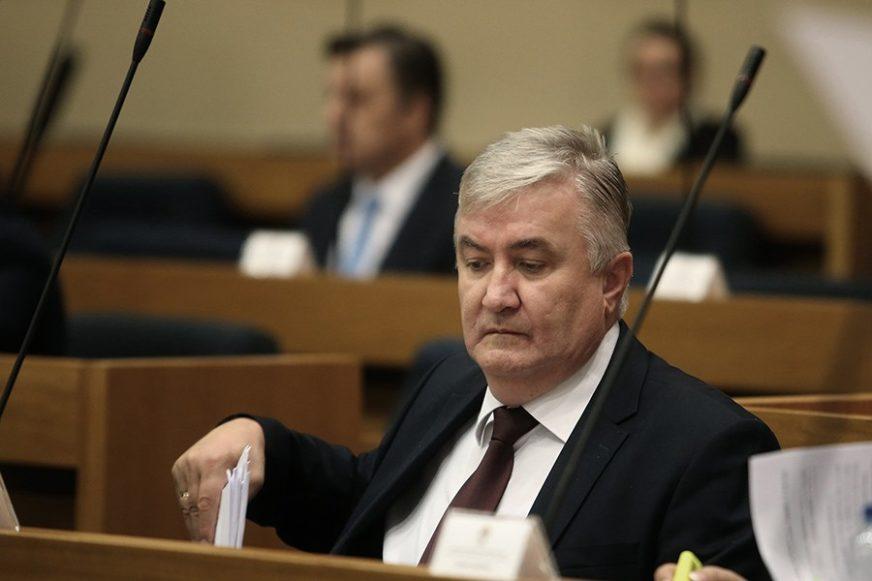 Krunić Mazalici poručio da pusti Dodika da svoje borbe vodi sam
