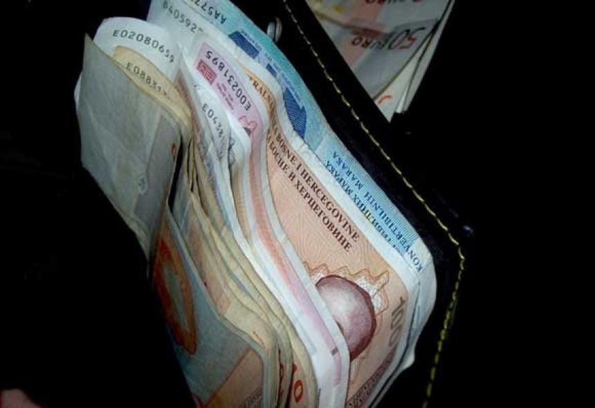 Sve više građana uzima mikrokredite, kamata dostiže nevjerovatnih 220 odsto